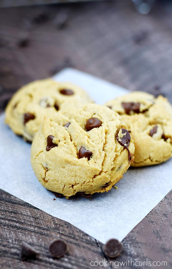 Grab a glass of milk and enjoy these soft, thick Peanut Butter Chocolate Chip Cookies | cookingwithcurls.com