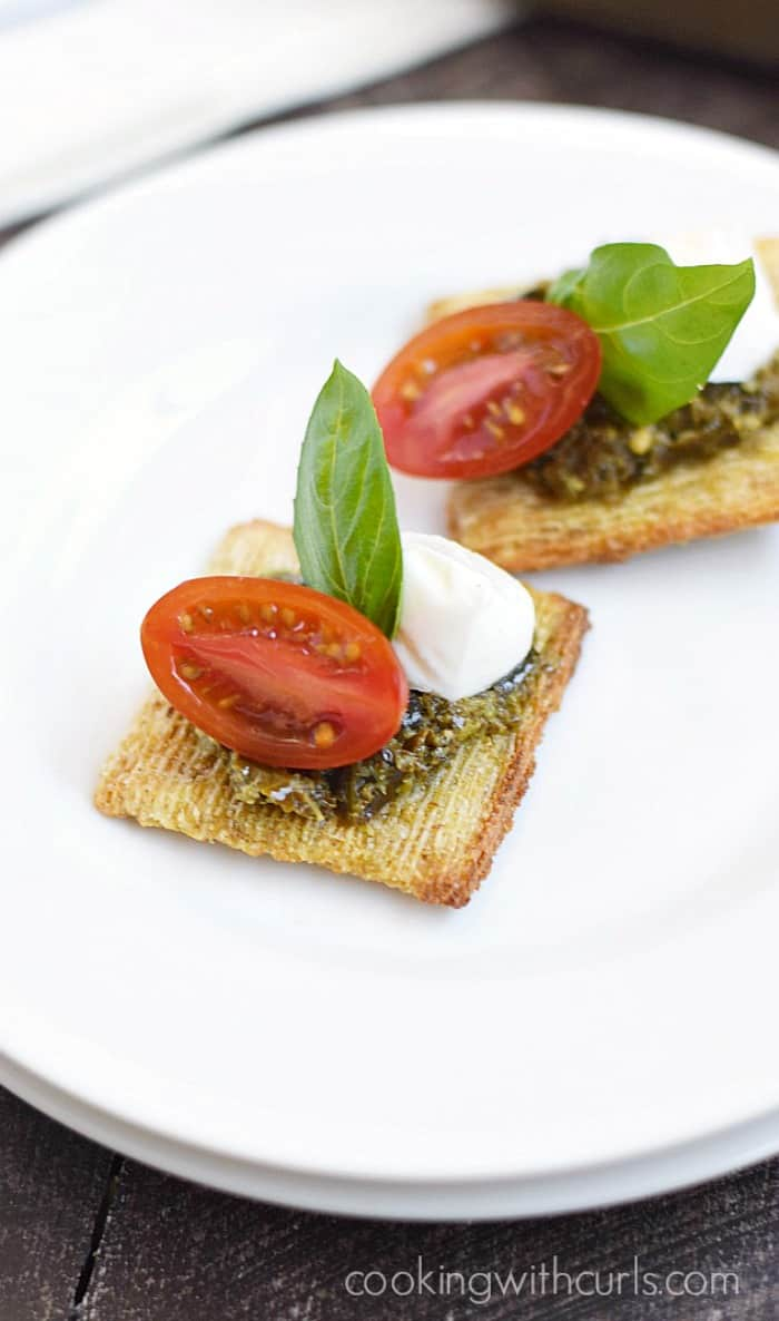 Grab a plate, you are going to love these TomatoPestoCheesecuit {aka Caprese Bites} appetizers! cookingwithcurls.com