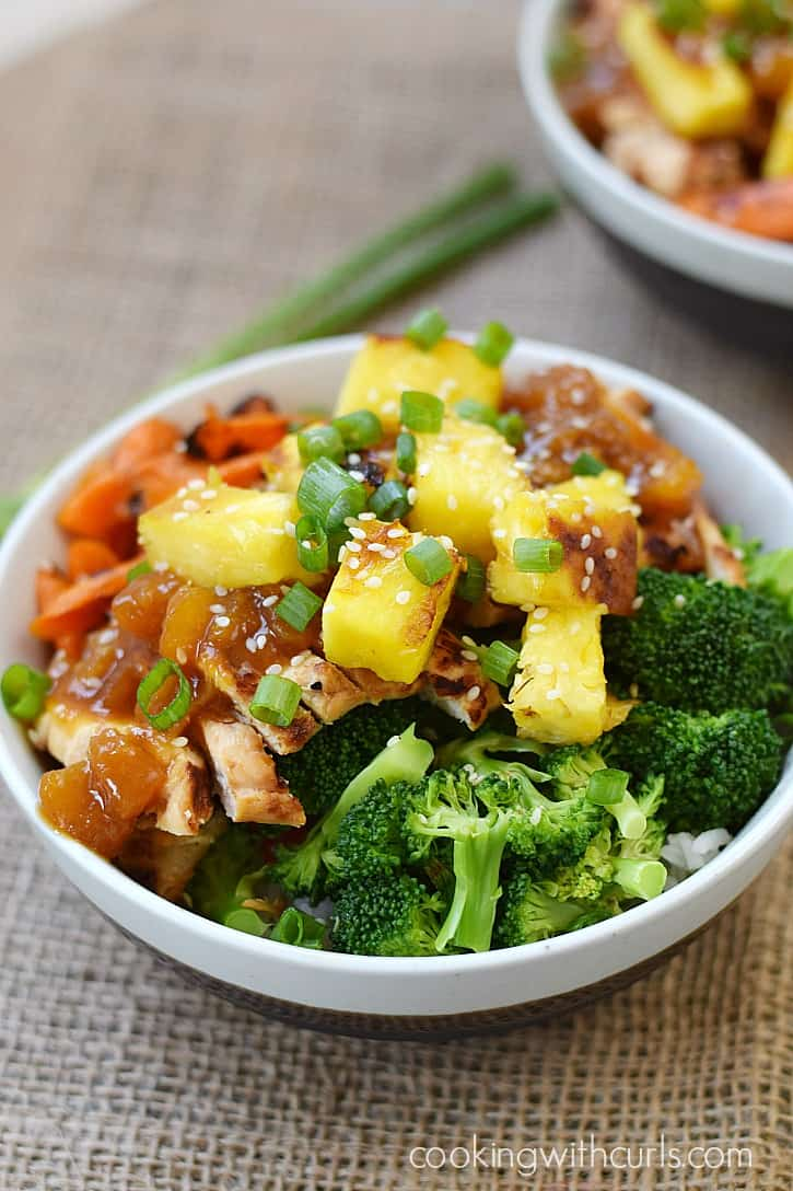 These Grilled Chicken Teriyaki Bowls are the perfect way to get the kids to eat their veggies | cookingwithcurls.com