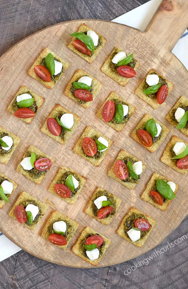 These TomatoPestoCheesecuit {aka Caprese Bites} are so simple to put together for a last minute summer get-together | cookingwithcurls.com #MadeForMore #Walmart #ad