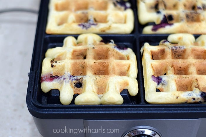 Blueberry Lemon Waffled Muffins cook cookingwithcurls.com