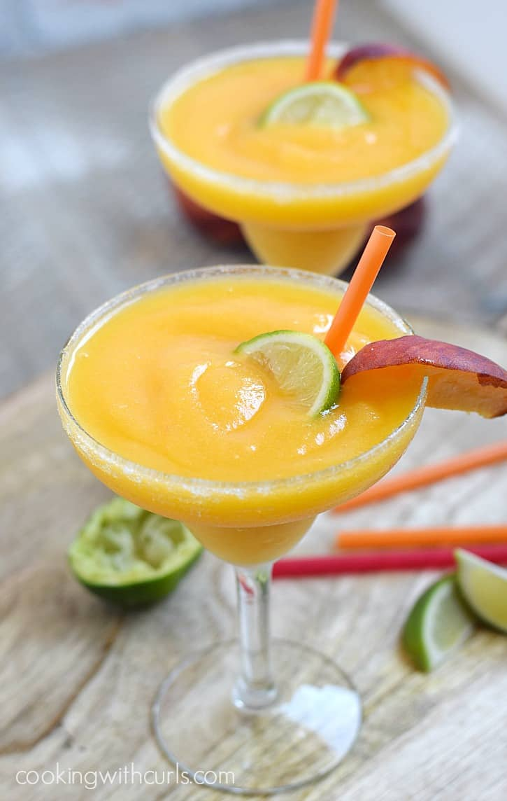 Frozen Peach Margaritas | cookingwithcurls.com