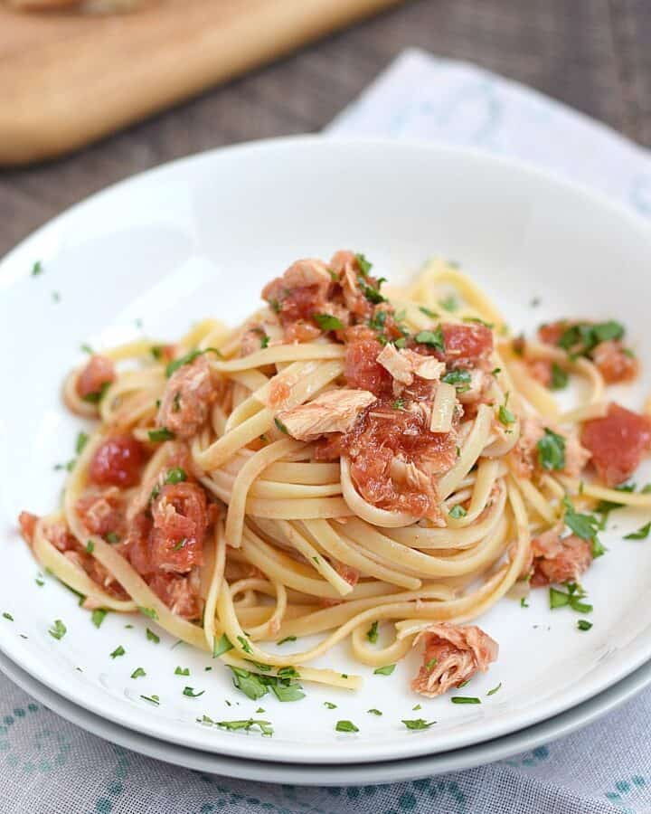 Pasta al Tonno is a classic Italian dish that is loaded with flavor and easy to prepare | cookingwithcurls.com