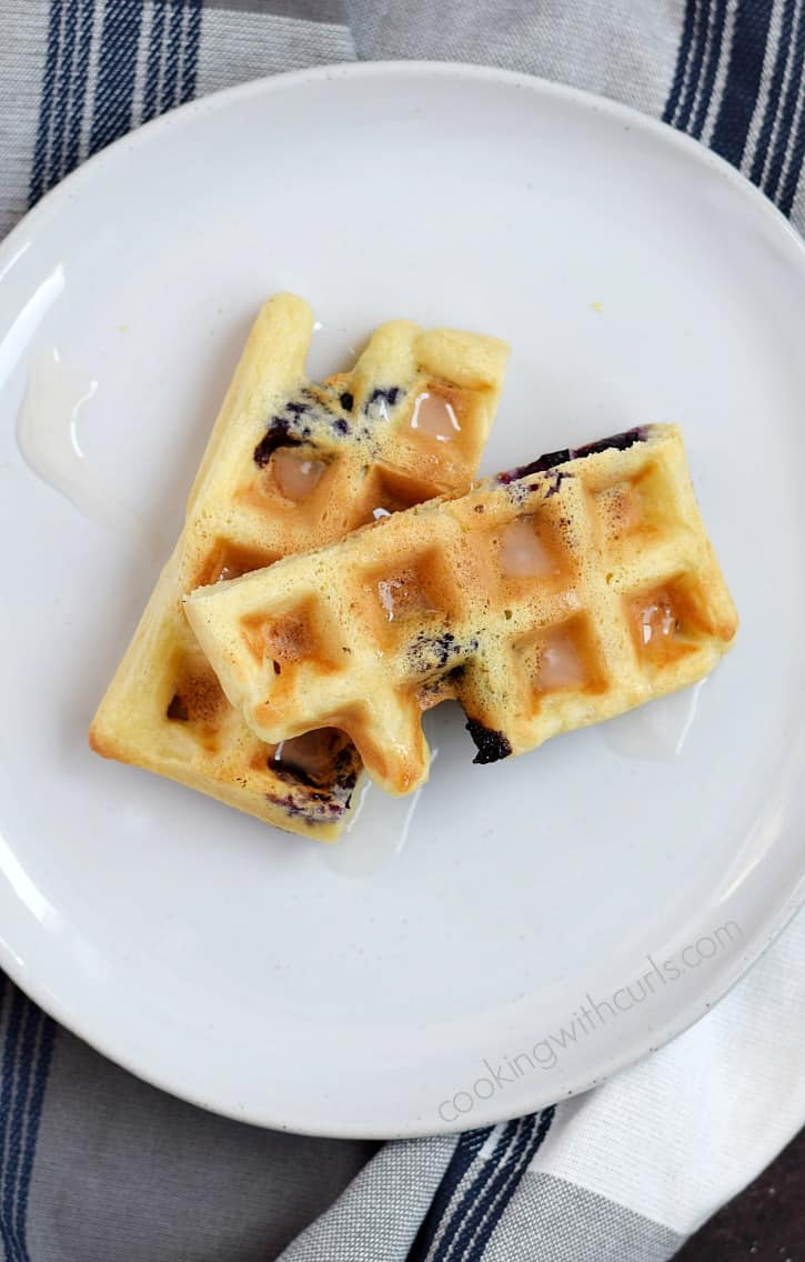 Skip the oven and make Blueberry Lemon Waffled Muffins instead | cookingwithcurls.com