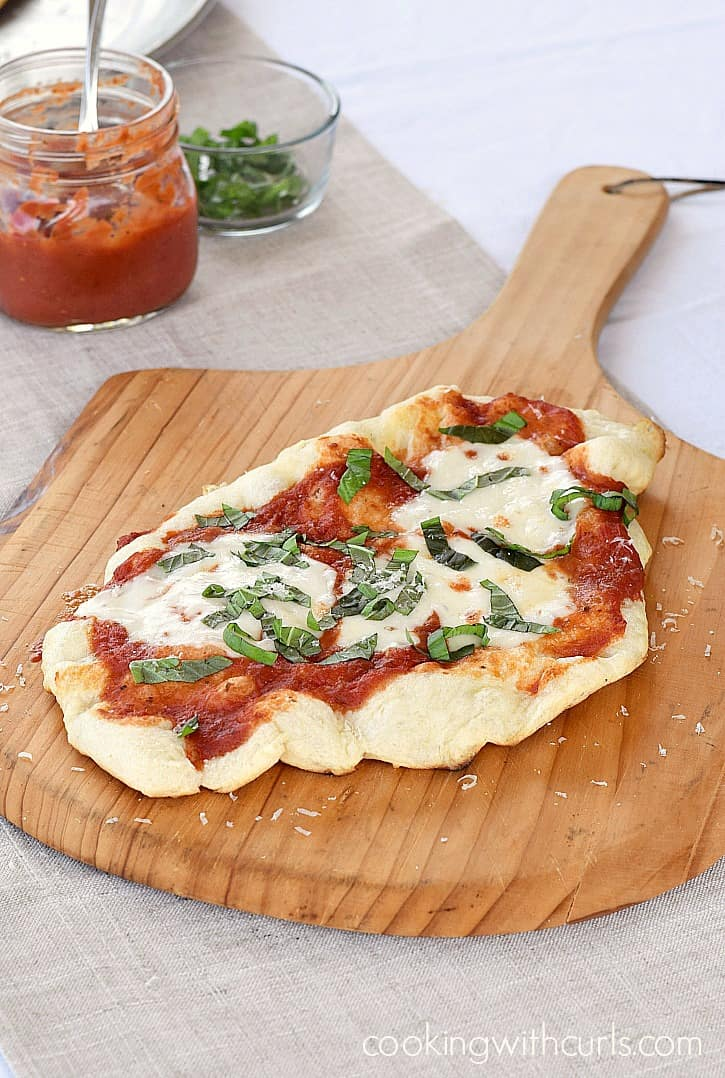 Surprise your party guests with a delicious Grilled Pizza Margherita fresh off the grill! cookingwithcurls.com