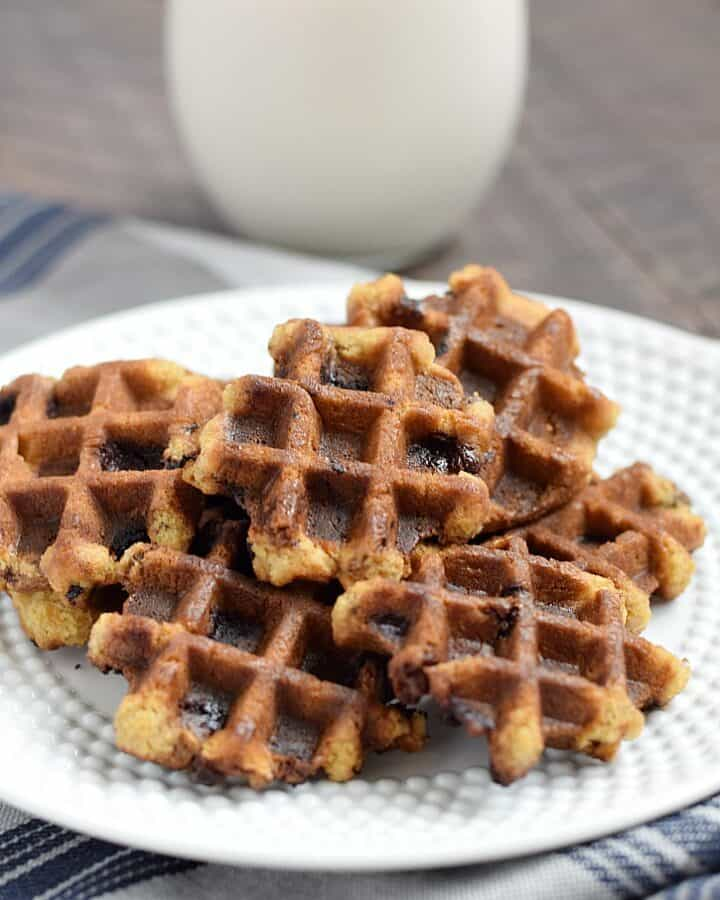 There's no need to turn on the oven when you make these yummy Chocolate Chip Waffled Cookies in your waffle iron | cookingwithcurls.com