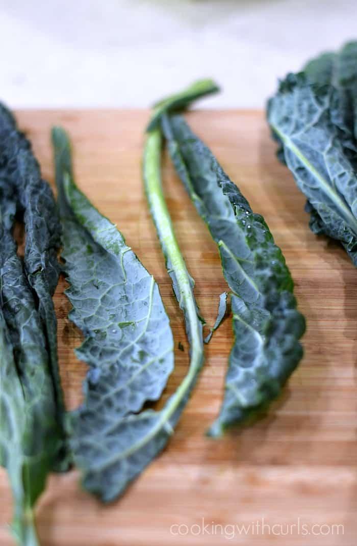 Black Kale Salad trim cookingwithcurls.com