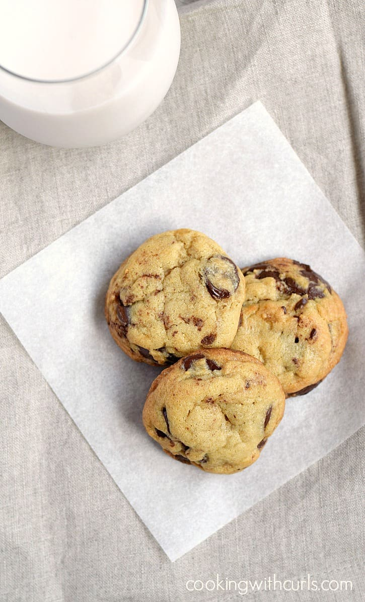 Hot and delicious Grilled Chocolate Chip Cookies!! cookingwithcurls.com