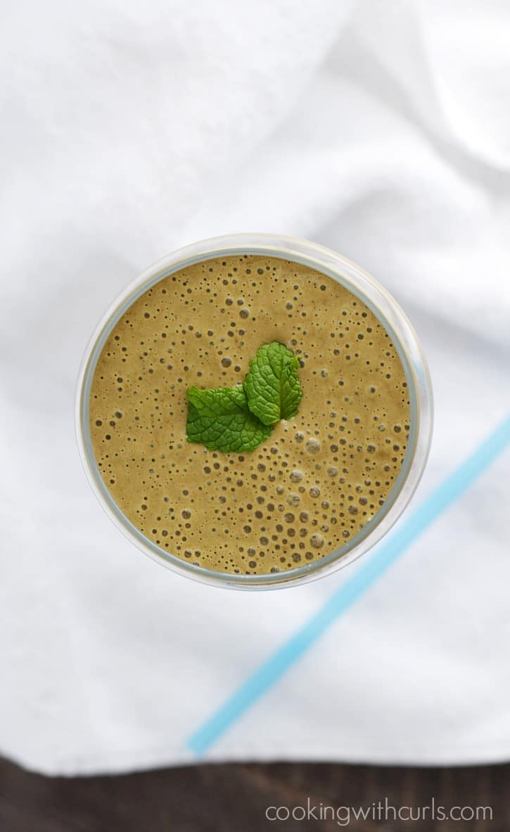 This rich and creamy Chocolate Peanut Butter Protein Smoothie is packed with protein, and it's also vegan and gluten-free! cookingwithcurls.com #KashiPlantPower #GOTOGETHER #ad