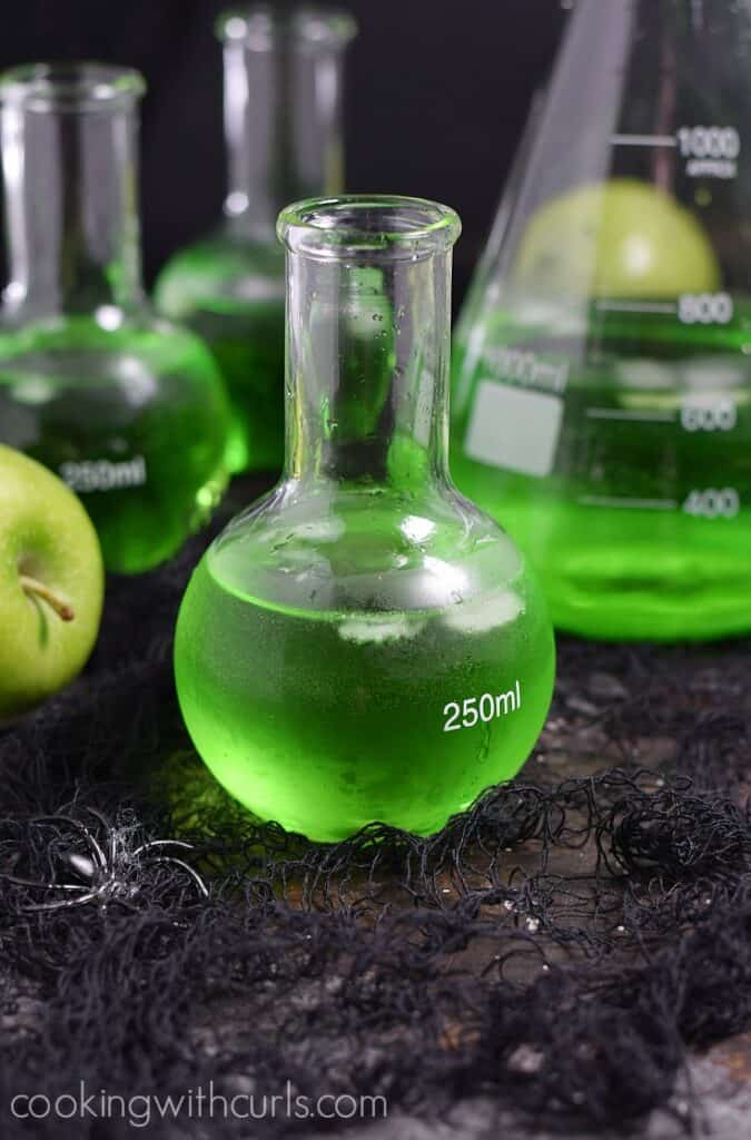 Drink this Poisoned Apple Cocktail at your next Halloween party, if you dare! cookingwithcurls.com