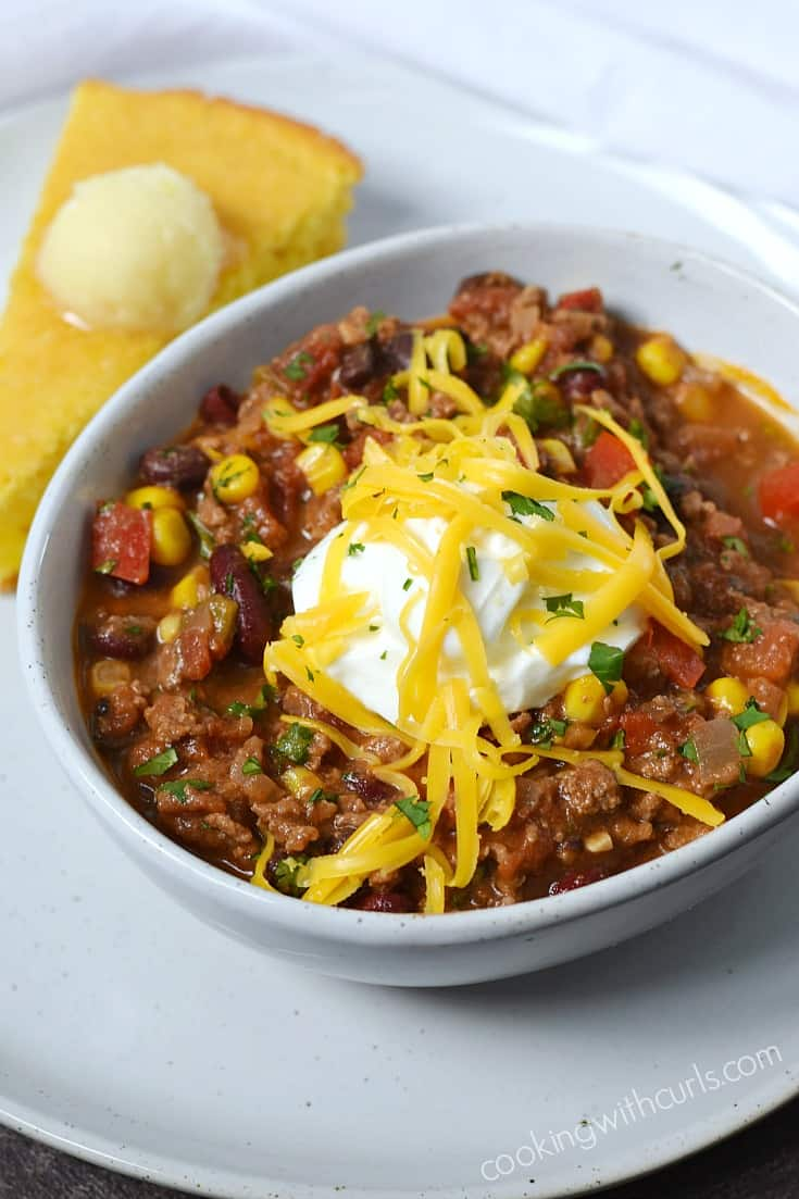 Southwest Chili with Black Beans and Corn | cookingwithcurls.com