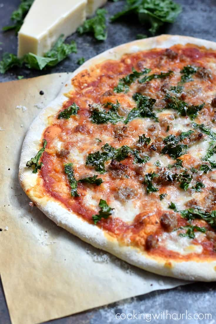 Sausage and Kale Pizza | cookingwithcurls.com