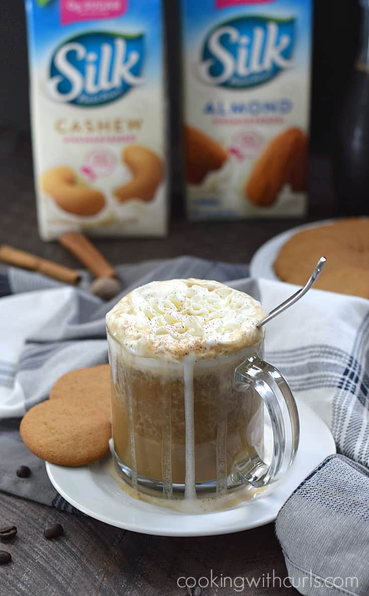 This Gingersnap Latte has the #SameSilkySmoothTaste without any of the dairy, so not no one is left out from drinking their favorite coffee drinks | cookingwithcurls.com #ad