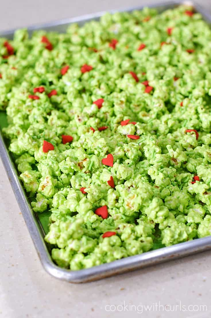 The Grinch Popcorn is so simple to make which makes it perfect for last minutes holiday gifts and treats | cookingwithcurls.com