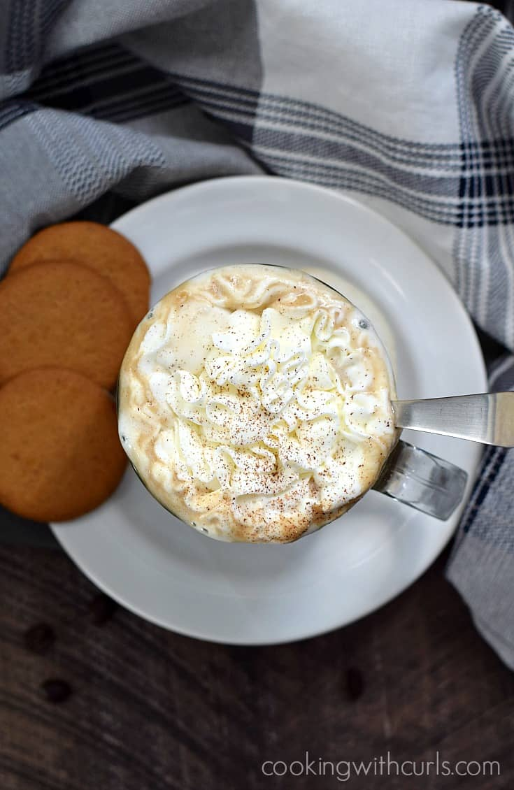 This dairy-free Gingersnap Latte will fool your friends and family with it's creamy, delicious flavor | cookingwithcurls.com #SameSilkySmoothTaste #ad