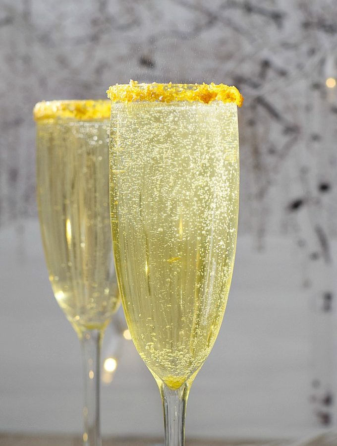 Make your next celebration extra special with these Gold Royale Cocktails | cookingwithcurls.com