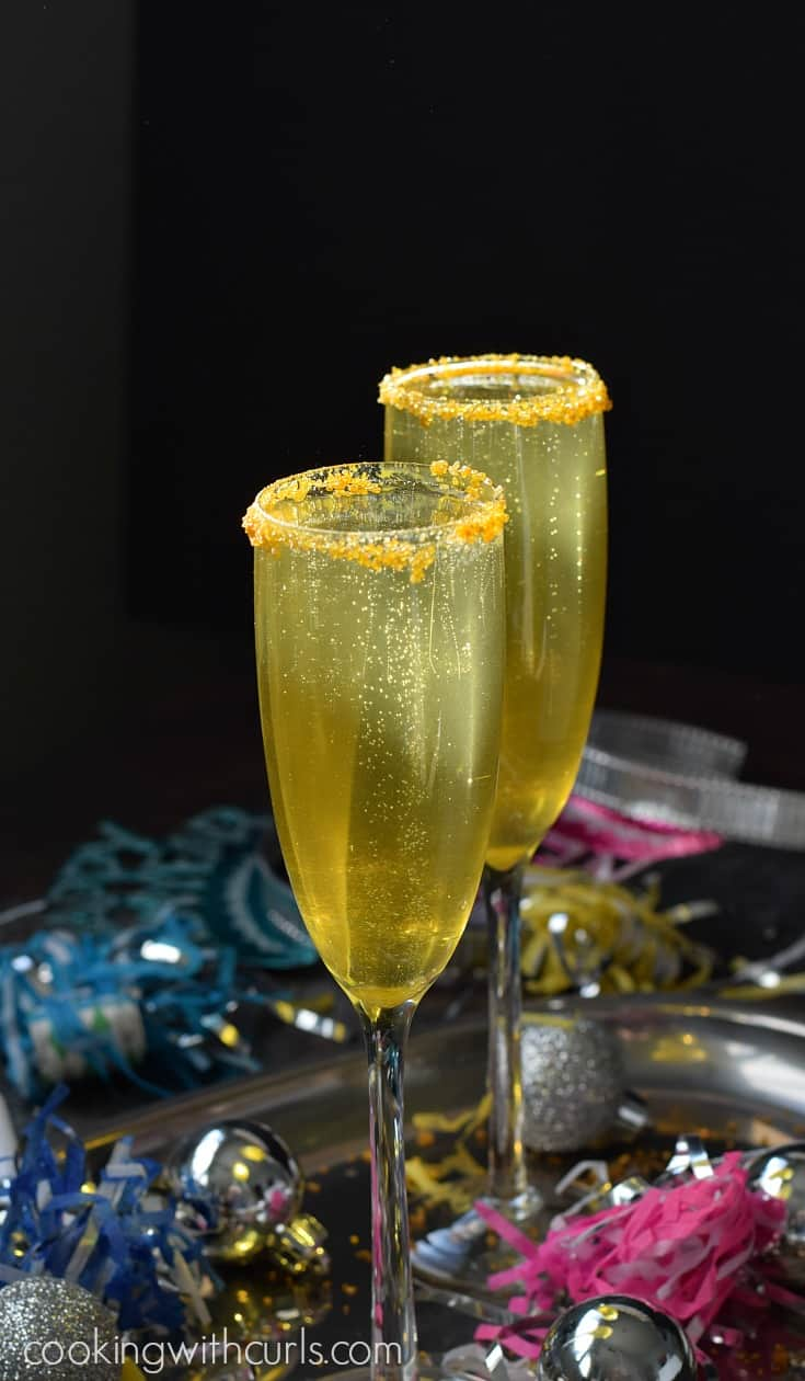 Take you next celebration to a whole new level of fun with these Gold Royale cocktails | cookingwithcurls.com