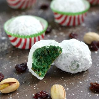 These Grinch Snowball Cookies are sure to become your new holiday favorite | cookingwithcurls.com