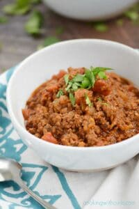 A big bowl of this Super Easy Beef Chili will get you through the coldest nights, and the craziest football games | cookingwithcurls.com