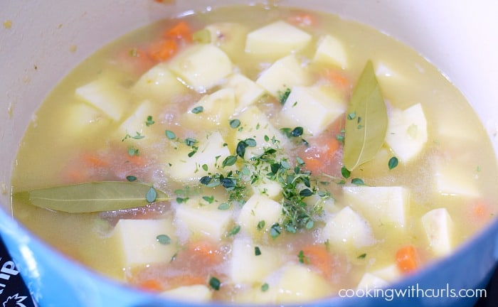 Whole 30 Clam Chowder stock cookingwithcurls.com