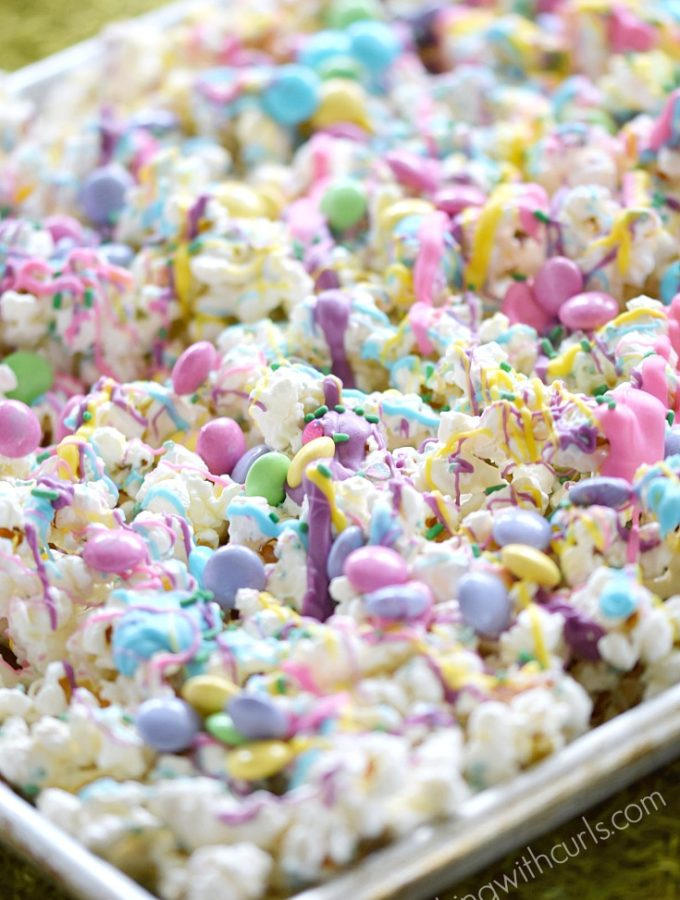 Springtime Chocolate Covered Popcorn | cookingwithcurls.com