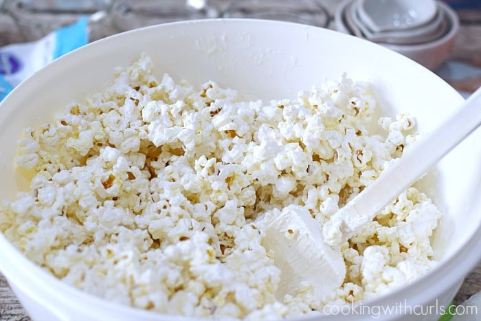 Springtime Chocolate Covered Popcorn toss cookingwithcurls.com