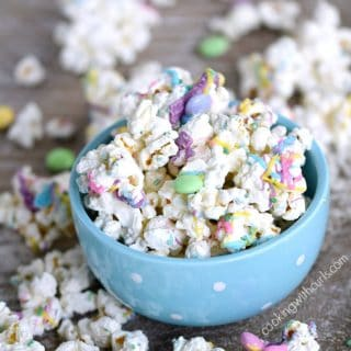 This Springtime Chocolate Covered Popcorn is sweet and delicious covered in colorful chocolates | cookingwithcurls.com
