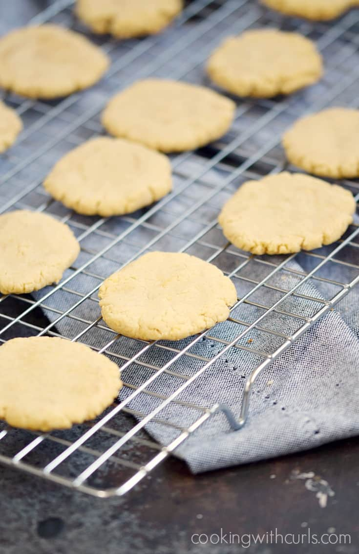 Paleo Vanilla Wafers are grain, dairy, and refined sugar free for a guilt-free treat | cookingwithcurls.com