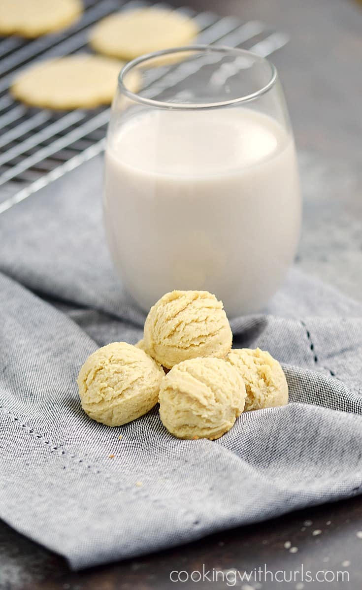 Paleo Vanilla Wafers don't have to be flat, they can pretend to be teacakes too! cookingwithcurls.com