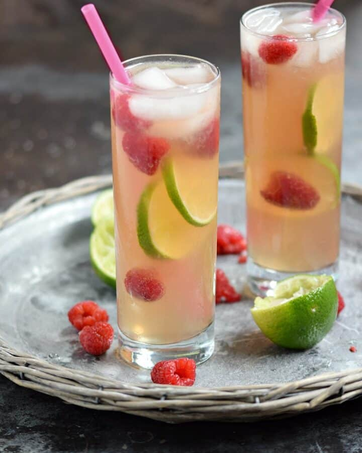 A light and refreshing Raspberry Fizz Cocktail is the perfect way to cool off on a hot summer night | cookingwithcurls.com