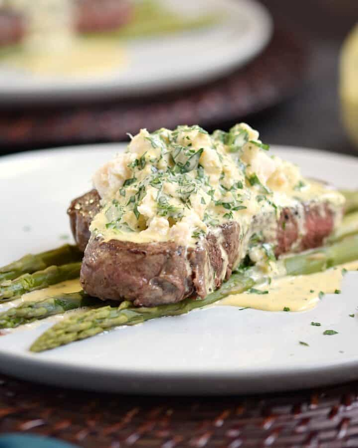 Are you looking for the perfect Date Night meal This Steak Oscar will impress even the pickiest dinner companion | cookingwithcurls.com