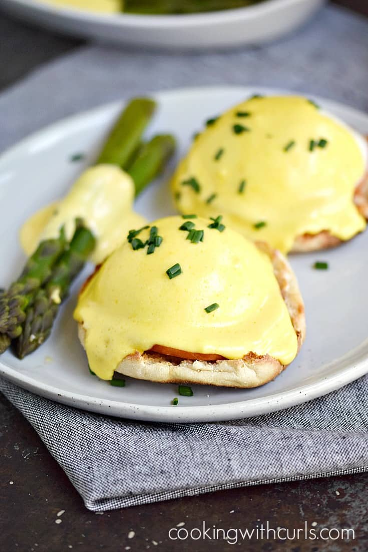 Classic Eggs Benedict with Steamed Asparagus | cookingwithcurls.com