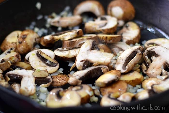 Creamy Mushroom Chicken mushrooms cookingwithcurls.com