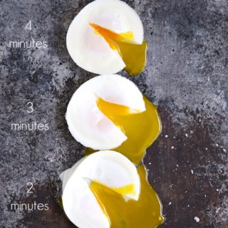 Instant Pot Poached Eggs in 2, 3, 4, or 5 minutes | cookingwithcurls.com