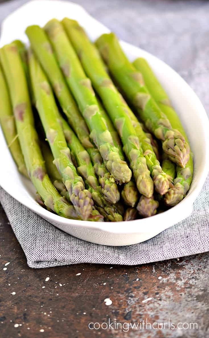 Instant Pot Steamed Asparagus | cookingwithcurls.com