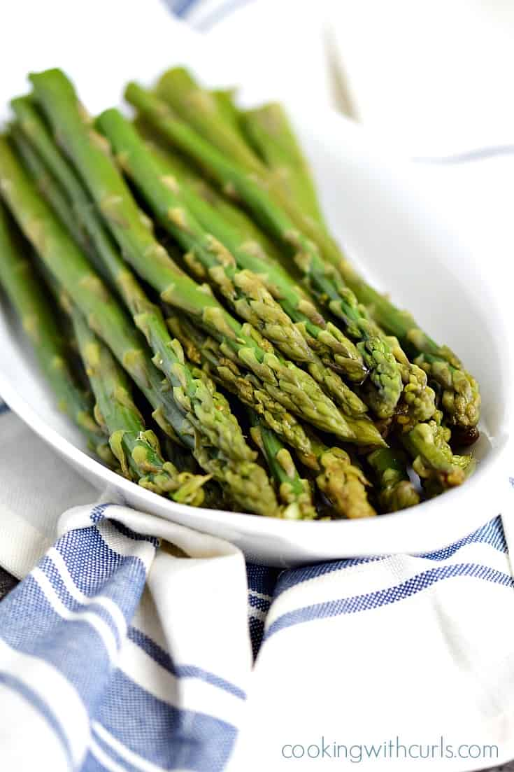 This Instant Pot Steamed Asparagus could not be any easier to cook, it's ready in minutes | cookingwithcurls.com