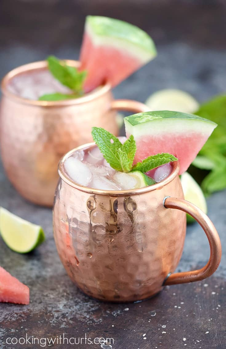 This Watermelon Moscow Mule is the perfect summer | cocktail cookingwithcurls.com
