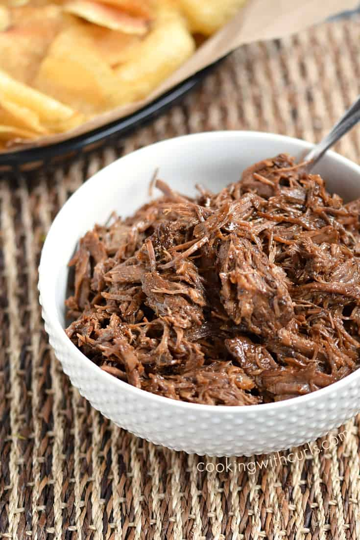 Your family will love these Instant Pot Barbecue Beef Sandwiches ! cookingwithcurls.com