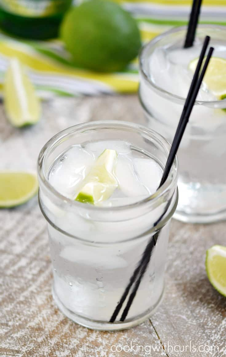 Hot summer nights call for an ice cold Classic Gin and Tonic | cookingwithcurls.com