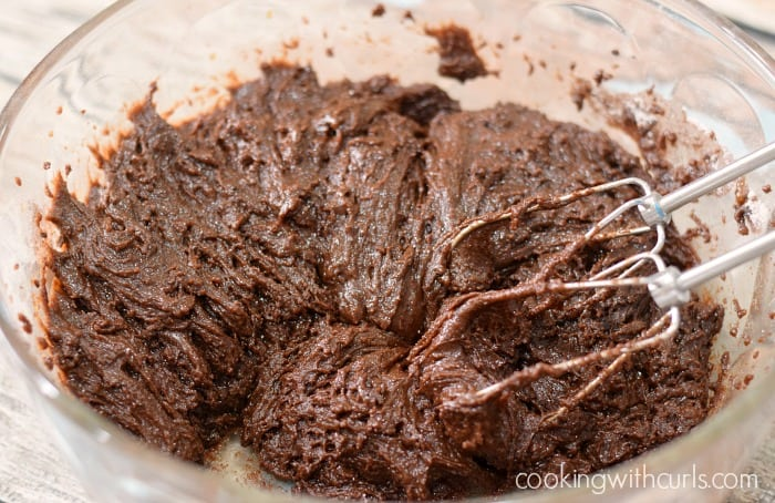 Old-Fashioned Chocolate Fudge Cake mix cookingwithcurls.com