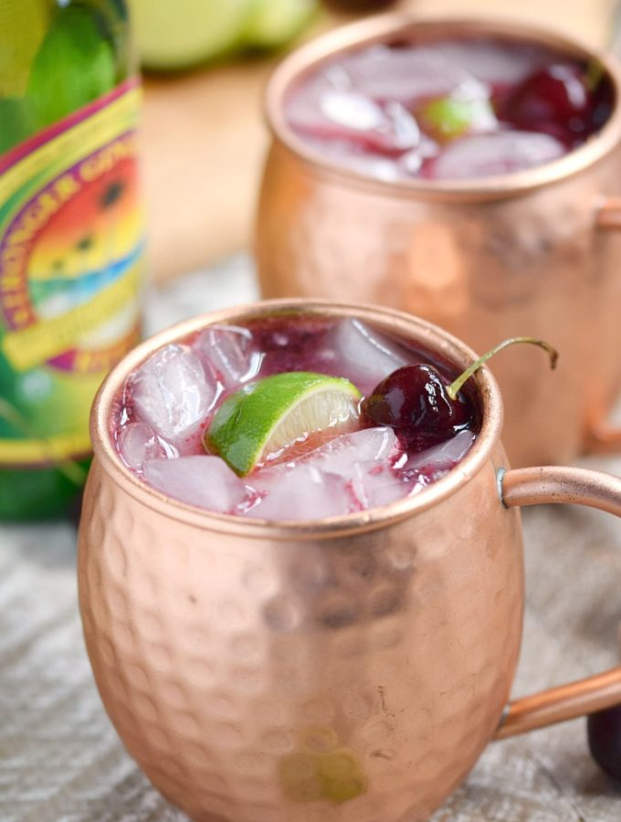 This Cherry Moscow Mule is a fruity, summer twist on a classic cocktail | cookingwithcurls.com