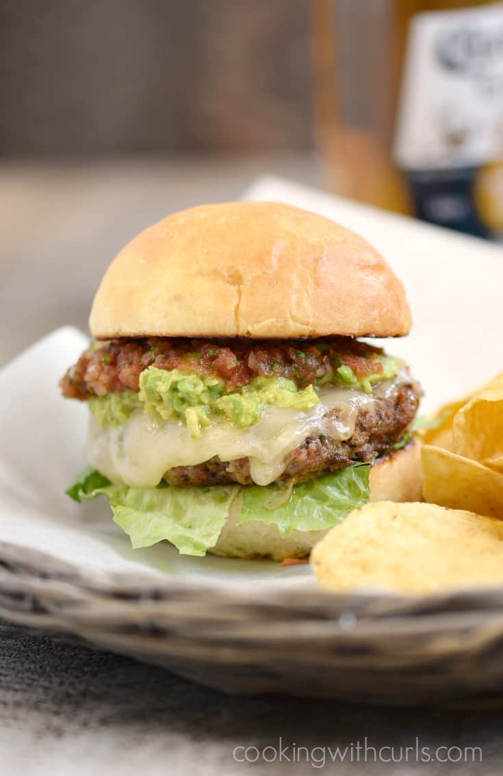 Take your taste buds south of the border with these flavorful Tex-Mex Burgers | cookingwithcurls.com