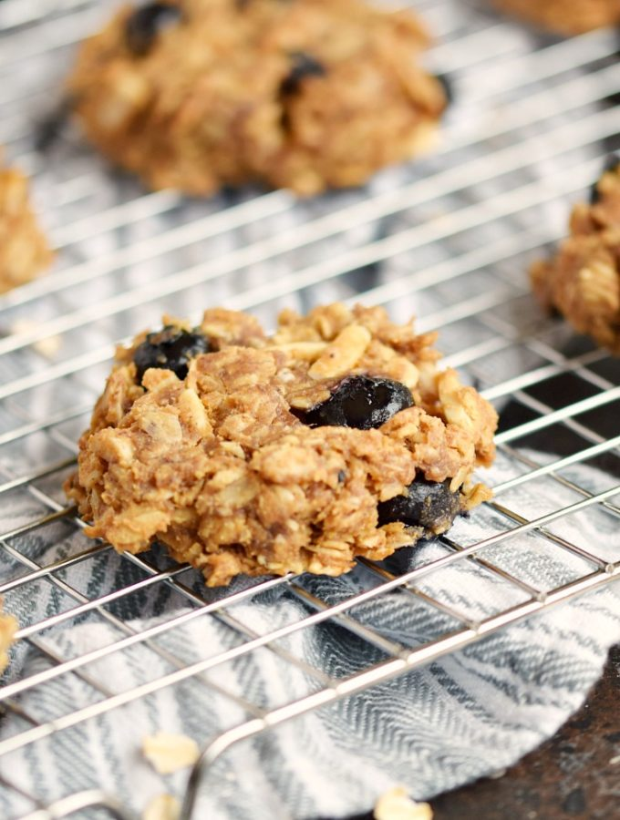 Blueberry Breakfast Cookies are the perfect grab and go breakfast that the whole family will love | COPYRIGHT © 2017 COOKING WITH CURLS