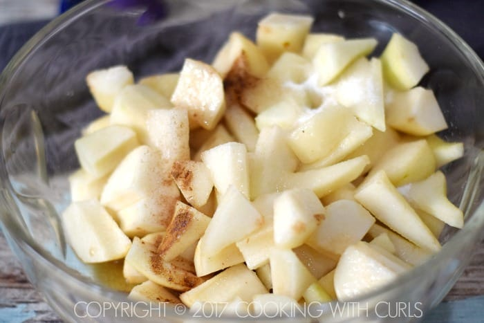 Bourbon-Pear Pie mix | COPYRIGHT © 2017 COOKING WITH CURLS