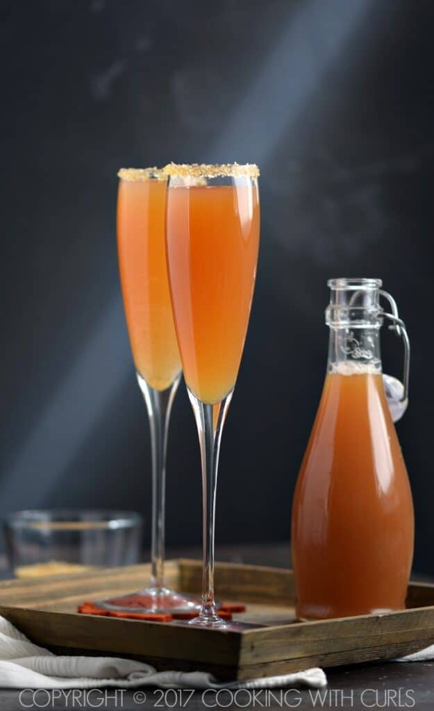 Get festive and celebrate fall with these Autumn Sparkler Cocktails at your next party! COPYRIGHT © 2017 COOKING WITH CURLS