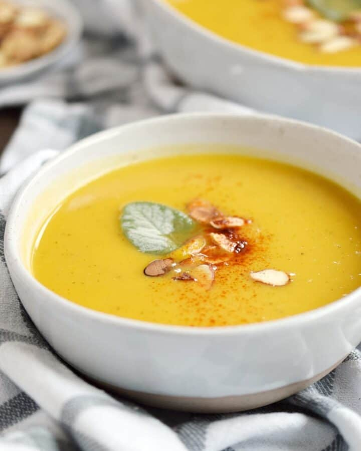 Instant Pot Butternut Squash and Apple Soup is ready in 30 minutes and is sure to please the whole family | COPYRIGHT © 2017 COOKING WITH CURLS