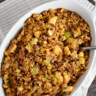 Spice up dinner with this delicious Chorizo Cornbread Stuffing | COPYRIGHT © 2017 COOKING WITH CURLS
