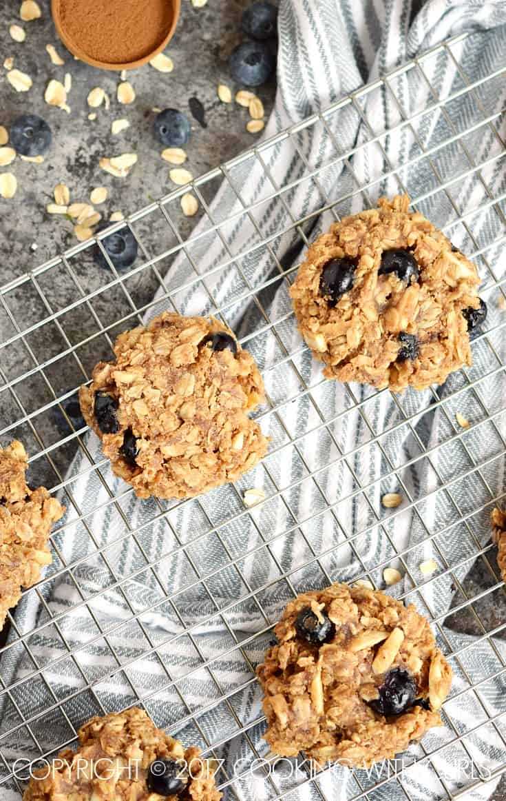 Start your morning off right with these healthy and delicious Blueberry Breakfast Cookies! COPYRIGHT © 2017 COOKING WITH CURLS