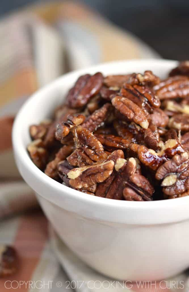 These Maple-Glazed Pecans are proof that sweet and salty snacks can still be healthy! | COPYRIGHT © 2017 COOKING WITH CURLS