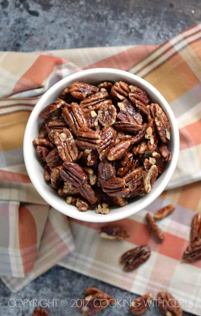 These Maple-Glazed Pecans are the perfect sweet and crunchy snack that is also healthy! | COPYRIGHT © 2017 COOKING WITH CURLS